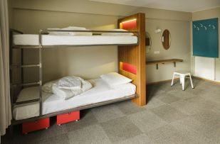 loft-hostel-bedroom-2