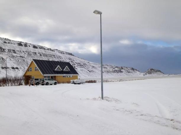 sleggjulaekur-farm-in-the-snow