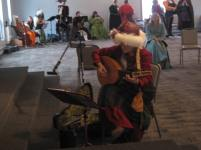 I play and sing Dowland for HRMs