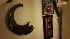 Crescent harp